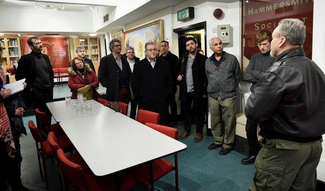Ο ΓΓ της ΚΕ του ΚΚΕ Δημήτρης Κουτσούμπας  επισκεφθηκε τη Βιβλιοθήκη Καρλ Μαρξ στο Λονδίνο.  (EUROKINISSI)