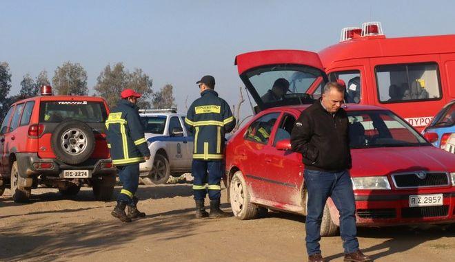 Πυροσβέστες και άνδρες της ΕΜΑΚ