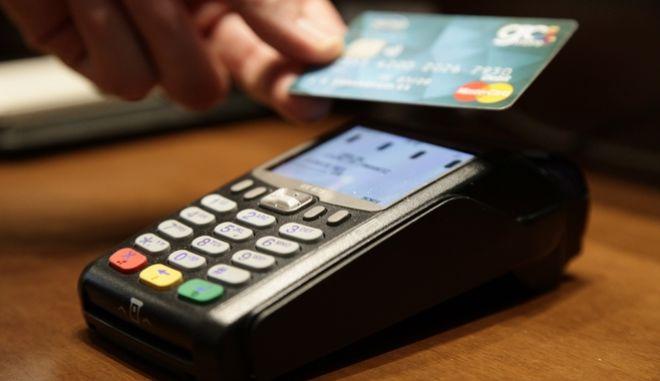 """Σήμερα λήγει η προθεσμία για τη εγκατάσταση συσκευών ηλεκτρονικών πληρωμών και χρεώσεων """"POS"""" στα καταστήματα λιανικού εμπορίου.Οι παραβάτες σύμωνα με τον νόμο θα τιμωρούνται με διοικητικό πρόστιμο,ύψους 1.500 ευρώ,Πέμπτη 26 Ιουλίου 2017  (EUROKINISSI)"""