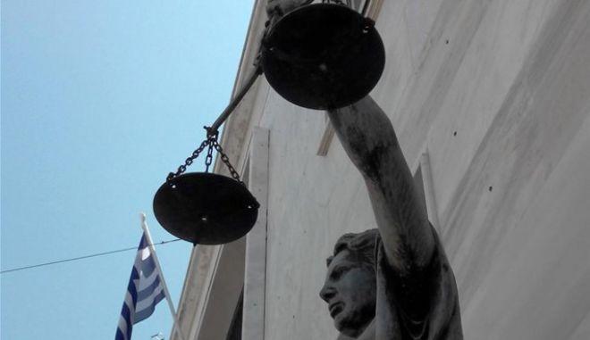 Ένωση Διοικητικών Δικαστών: Μνημόνιο διαρκείας ο κόφτης