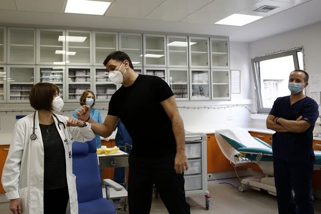 Εμβολιάστηκε ο υπουργός Υγείας Βασίλης Κικίλιας