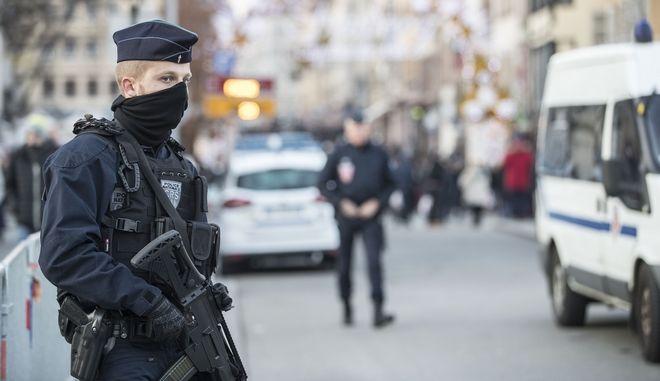 Πάνοπλοι άνδρες της Γαλλικής Αστυνομίας, Αρχείο