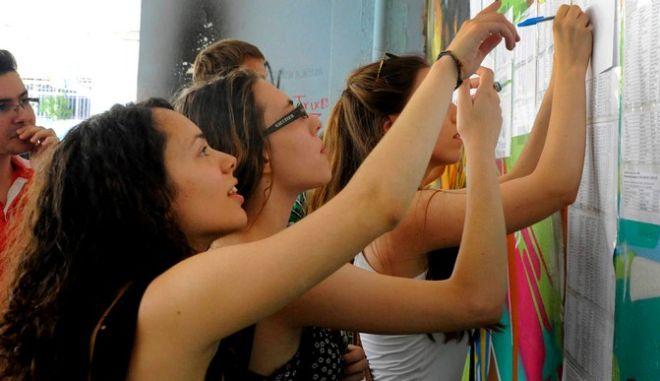 Πανελλήνιες 2015: Αναρτήθηκαν οι βαθμοί σε όλα τα σχολεία