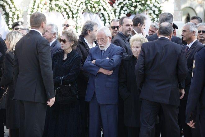 Κηδεία του πρώην Προέδρου της Δημοκρατίας Κωνσταντίνου Στεφανοπούλου, από τον Ιερό Ναό του Αγίου Δημητρίου Παλαιού Ψυχικού την Τρίτη 22 Νοεμβρίου 2016. (EUROKINISSI/ΓΙΑΝΝΗΣ ΠΑΝΑΓΟΠΟΥΛΟΣ)
