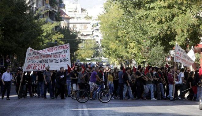 Αντιφασιστικές εκδηλώσεις το Σάββατο 26 Οκτωβρίου 2013, από τον Αντιφασιστικό Συντονισμό Επιτροπών, Συλλογικοτήτων, Πρωτοβουλιών Αθήνας - Πειραιά στην Πλατεία Βικτωρίας. Ακολούθησε πορεία προς την περιοχή του Αγίου Παντελεήμονα, με τη συμμετοχή αντιρατσιστικών και μεταναστευτικών οργανώσεων, αντιφασιστικών κινήσεων και συνελεύσεων κατοίκων του κέντρου της Αθήνας, εκπαιδευτικών από τοπικές ΕΛΜΕ, διοικητικών υπαλλήλων από το Εθνικό Μετσόβιο Πολυτεχνείο, καθώς και της δημοτικής παράταξης «Ανοιχτή Πόλη» στον δήμο Αθηναίων.  Στη συνέχεια, στην πλατεία του Αγίου Παντελεήμονα, πραγματοποιήθηκαν πολιτιστικά δρώμενα με μουσικούς και καλλιτέχνες του θεάτρου δρόμου (EUROKINISSI/ΓΕΩΡΓΙΑ ΠΑΝΑΓΟΠΟΥΛΟΥ)