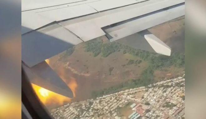 Θρίλερ στον αέρα: Κινητήρας πήρε φωτιά