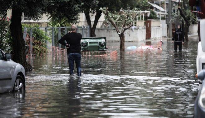 """Πλημμύρες από το πέρασμα της κακοκαιρίας """"Μπάλλος"""" στην Καλλιθέα"""