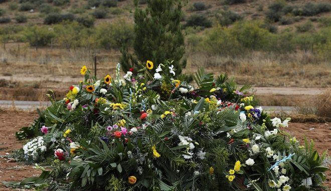 Λουλούδια στο σημείο όπου δολοφονήθηκαν τα μέλη κοινότητας Μορμόνων στο Μεξικό