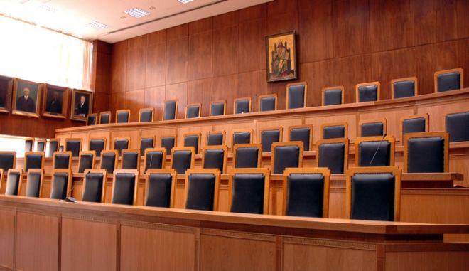 Απαγόρευση εξόδου σε 18 άτομα για το δάνειο - μαμούθ στο Καρπενήσι