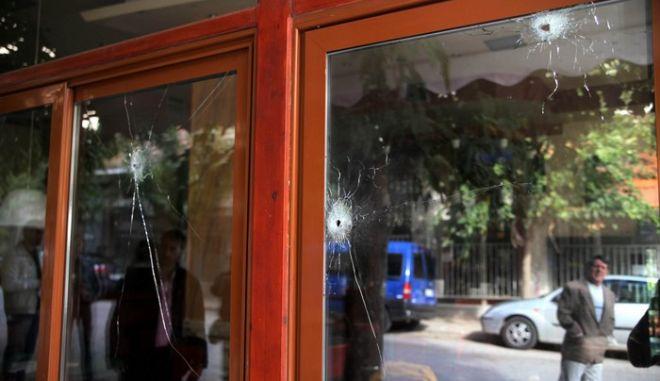 Το καφενείο, στη συμβολή των οδών Χίου και Κρήτης, στην περιοχή της πλατείας Βάθη, όπου ένας άνδρας έχασε τη ζωή του και μία γυναίκα τραυματίστηκε σε ένοπλη επίθεση που σημειώθηκε στις 4 τα ξημερώματα της Παρασκευής 31 Οκτωβρίου 2014, (EUROKINISSI/ΚΩΣΤΑΣ ΚΑΤΩΜΕΡΗΣ)
