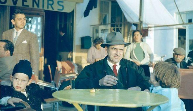 O Ανδρέας με τα παιδιά του, τον Γιώργο και την Σοφία, το 1959, στις Σπέτσες