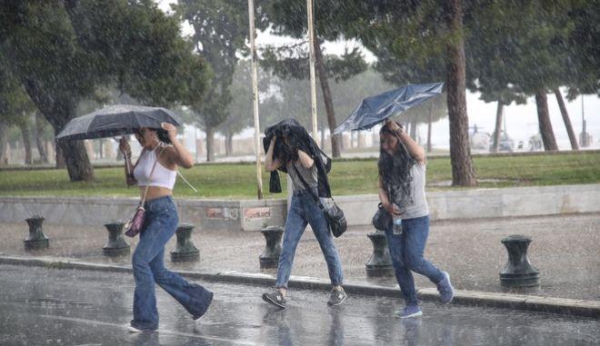 Έκτακτο Δελτίο Καιρού: Έρχονται καταιγίδες από το βράδυ του Σαββάτου
