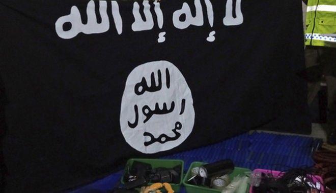 Σημαία και εξοπλισμός του Isis