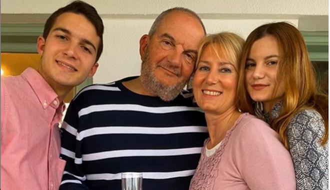 Ο Κώστας Καραμανλής με την οικογένειά του