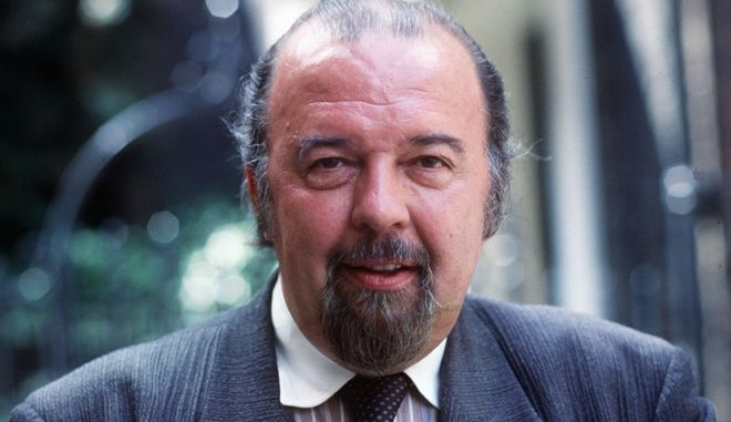 Sir Peter Hall, director of Britain's National Theatre, in London, England, July 5, 1987. (AP Photo)