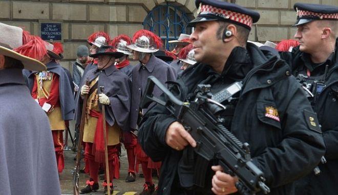 Το ΙΚ θέλει να πραγματοποιήσει θεαματικές επιθέσεις, προειδοποιεί η βρετανική αστυνομία