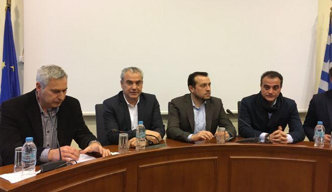 Ο Υπουργός Ψηφιακής Πολιτικής, Τηλεπικοινωνιών και Ενημέρωσης, Νίκος Παππάς, στην συνάντηση - συζήτηση με τους τοπικούς φορείς των Γρεβενών, στο Δημαρχείο της πόλης, την Τρίτη 25 Ιανουαρίου 2017. Ο Νίκος Παππάς πραγματοποιεί περιοδεία στη Δυτική Μακεδονία. (EUROKINISSI)