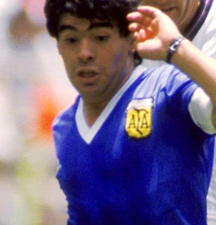 Οι αυτοσχέδιες Le Coq Sportif φανέλες, με τις οποίες έπαιξε η Αργεντινή εναντίον της Αγγλίας.