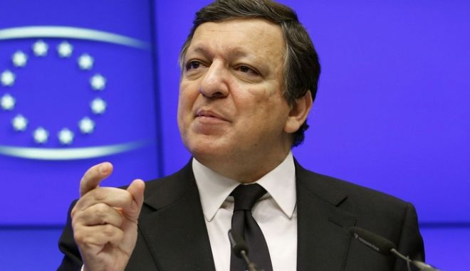 European Commission President Jose Manuel Barroso speaks at a news conference at the end of an European Union leaders summit in Brussels, December 17, 2010. European Union leaders have agreed to try to lengthen the maturities of new sovereign bond issues, a draft statement from the EU's summit showed on Friday. REUTERS/Yves Herman (BELGIUM - Tags: POLITICS BUSINESS)