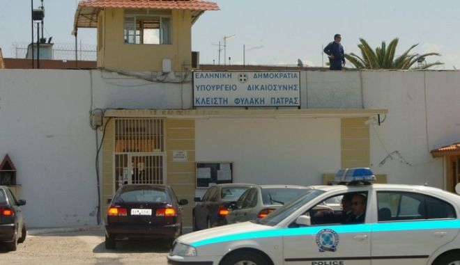 Αναστάτωση επικρατεί στις φυλακές του Αγίου Στεφάνου στην Πάτρα, καθώς κρατούμενοι αρνούνται να μπουν στα κελιά τους ως ένδειξη συμπαράστασης στους συγκρατούμενους τους στις φυλακές Μαλανδρίνου.  Τρίτη 24 Απριλίου 2007.