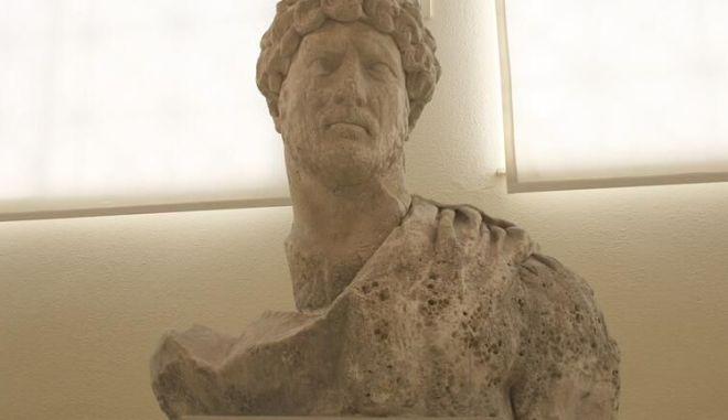 Κρήτη: Στο φως άγαλμα του Αδριανού - Η σπουδαία αρχαιολογική ανακάλυψη στην Αρχαία Λύττο