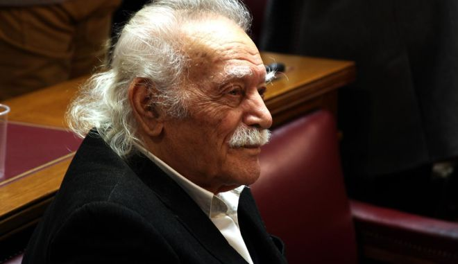 Γλέζος: Η Δημοκρατία παραβιάζεται στην Ελλάδα. Οι πολίτες που ζουν στο εξωτερικό δεν μπορούν να ψηφίσουν στις εκλογές