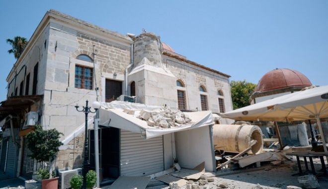 Two foreigners died and more than 100 people were injured on the Greek island of Kos when a 6.5 magnitude earthquake shook popular Greek and Turkish holiday destinations in the Aegean Sea, Kos island, Greece on July 21, 2017. /  6.5             21  2017,   2    , , , 21  2017.