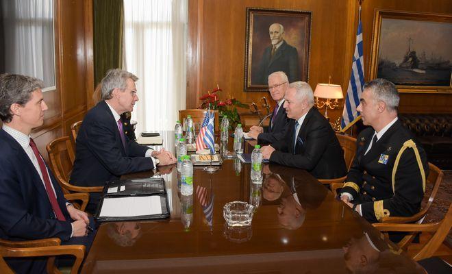 Συνάντηση Αποστολάκη με τον Αμερικανό πρέσβη Τζέφρι Πάιατ