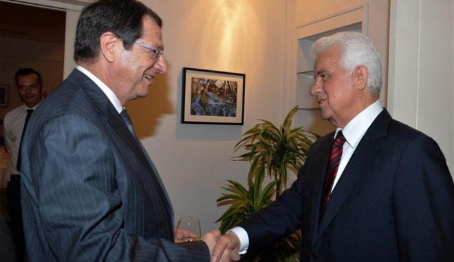 """Εξελίξεις στο Κυπριακό: """"Ναι"""" από τον Έρογλου στο προσχέδιο. Ξαναρχίζουν οι διαπραγματεύσεις"""