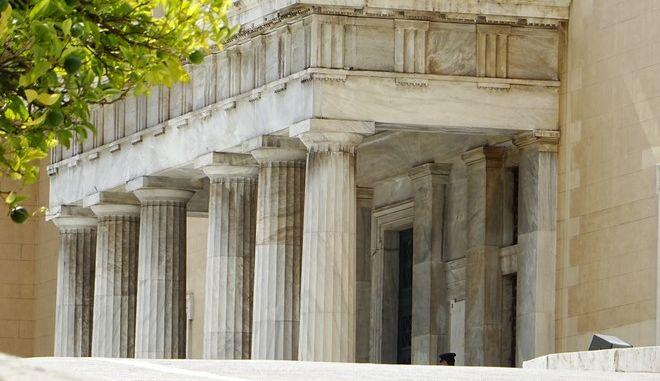 Εξωτερική άποψη του κτηρίου της Βουλής των Ελλήνων την Τρίτη 19 Ιουλίου 2016. (EUROKINISSI/ΓΙΩΡΓΟΣ ΚΟΝΤΑΡΙΝΗΣ)