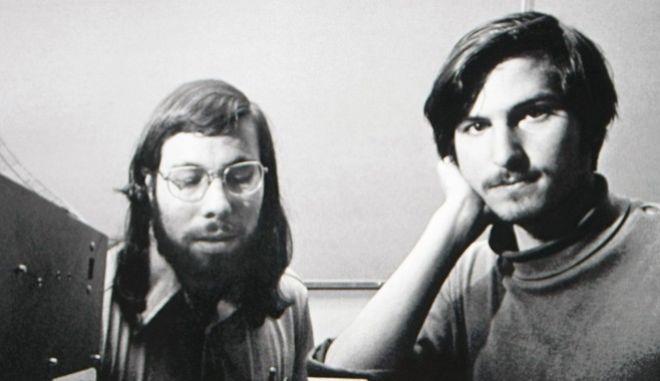 Oι Στιβ Τζομπς και Στιβ Βόζνιακ είναι οι δυο πιο γνωστοί εκ των ιδρυτών της Apple Computers, που ήταν τέσσερις.