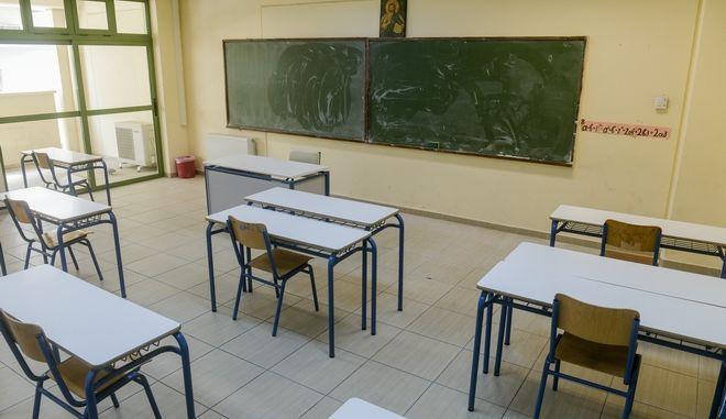 Έτοιμες οι σχολικές αίθουσες για το άνοιγμα των σχολείων.