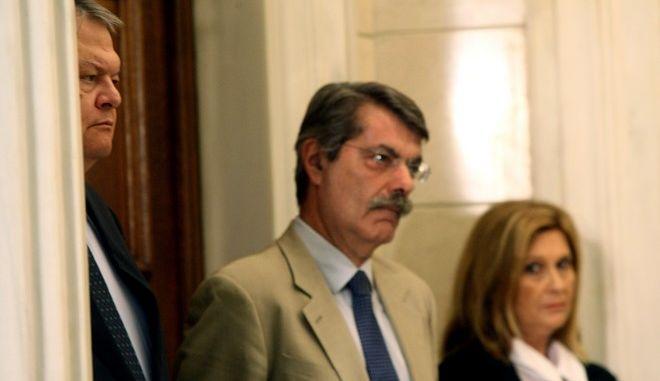 Στιγμιότυπο από τις δηλώσεις του Πρωθυπουργού Αντώνη Σαμαρά με τον κύπριο πρόεδρο Νίκο Αναστασιάδη.Στην φωτογραφία διακρίνονται η κυβερνητική εκπρόσωπος Σοφία Βούλτεψη (Α),ο σύμβουλος του Πρωθυπουργού χρύσανθος Λαζαρίδης (Κ) και ο ΥΠΕΞ Βαγγέλης Βενιζέλος(Δ) ,Δευτέρα 28 Ιουλίου 2014 (EUROKINISSI/ΤΑΤΙΑΝΑ ΜΠΟΛΑΡΗ)
