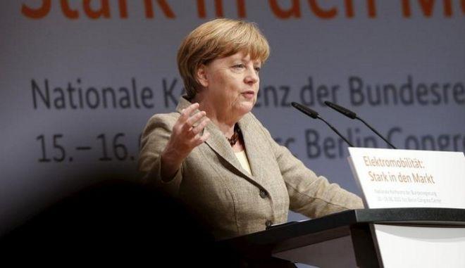 Μέρκελ: Θέλω να κάνω ό,τι είναι δυνατόν για να παραμείνει η Ελλάδα στην Ευρωζώνη