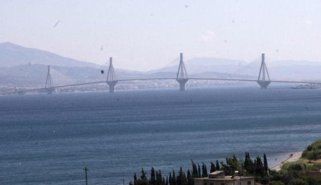 Η γέφυρα του Ρίου-Αντιρρίου από την πλευρά της Ναυπάκτου