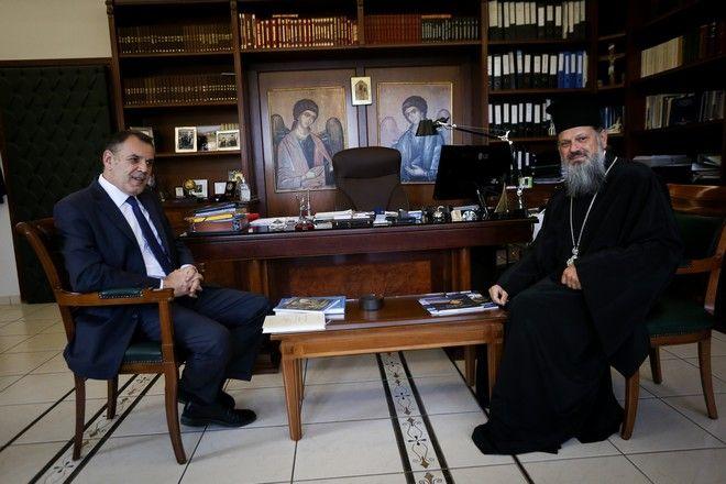 Ο Αρχιεπισκοπος Ιερωνυμος και τα μελη της Ιερας Συνοδου συναντηθηκαν σημερα στα γραφεια της Ιερας Συνοδου μδ τον Υπουργο Αμυνας Νικο Παναγιωτοπουλο