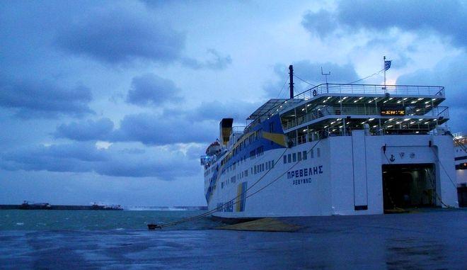 """Σε προβλήτα στο λιμάνι της Σητείας προσέκρουσε το πλοίο """"Πρέβελης"""""""
