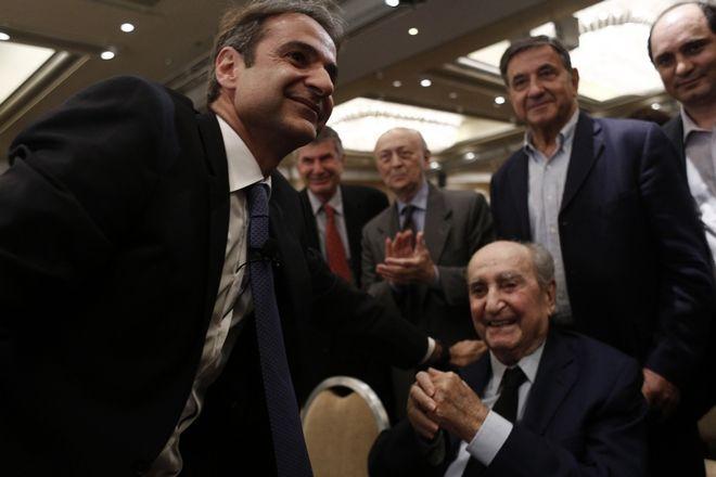 Ο Κωνσταντίνος Μητσοτάκης στην κεντρική προεκλογική ομιλία του Κυριάκου Μητσοτάκη στις εσωκομματικες για την ηγεσία της ΝΔ το Νοέμβριο του 2015.