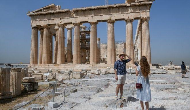 Με μέτρα ασφαλείας η ξενάγηση των επισκεπτών στην Ακρόπολη