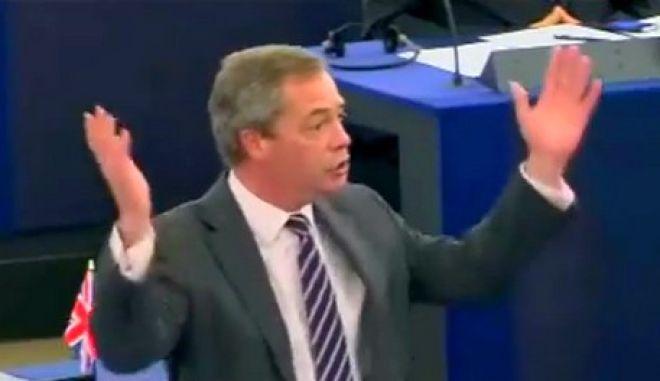 """Σφοδρή επίθεση Farage σε Σαμαρά: Μετονομάστε το κόμμα σας σε """"Μη Δημοκρατία"""". Δεν εκπροσωπείτε πια τον λαό σας"""