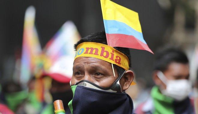 Διαδηλωτής στην Κολομβία