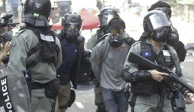 Σύλληψη διαδηλωτή στο Χονγκ Κονγκ