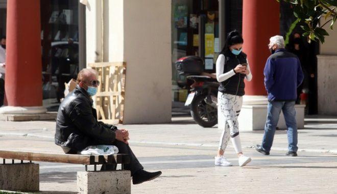 Άνθρωποι με μάσκα στο κέντρο της Θεσσαλονίκης