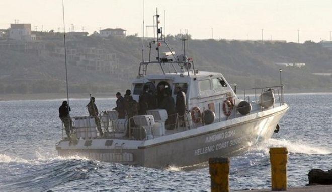 Σαλαμίνα: Μηχανική βλάβη σε τουριστικό ημερόπλοιο