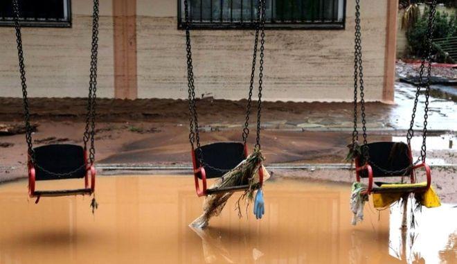 Έκτακτη βοήθεια 200.000 ευρώ για τα σχολεία σε Μάνδρα και Νέα Πέραμο