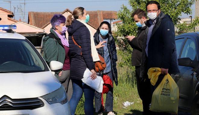 Λάρισα: Στη συνοικία της Νέας Σμύρνης Τσιόδρας και Χαρδαλιάς - Τι είπαν στους Ρομά