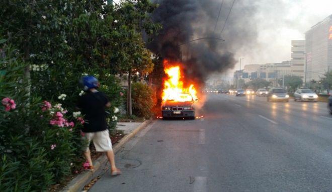 Πυρκαγιά σε όχημα στη Λεωφόρο Συγγρού
