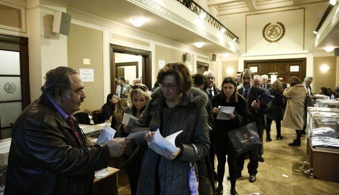 """Δημοψήφισμα για την """"τριχοτόμηση"""" του Πρωτοδικείου από τους δικηγόρους της Αθήνας"""