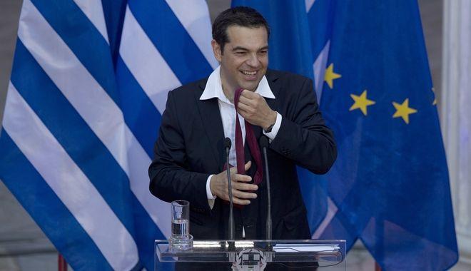 Ο πρωθυπουργός Αλέξης Τσίπρας και η... περίφημη γραβάτα