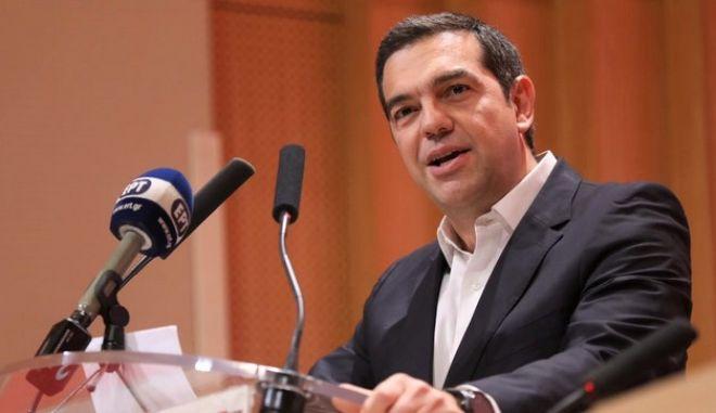Ο Πρόεδρος του ΣΥΡΙΖΑ Αλέξης Τσίπρας απευθύνει ομιλία